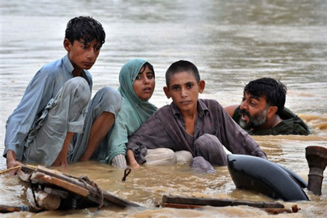 Pakistan--2010 flood victims